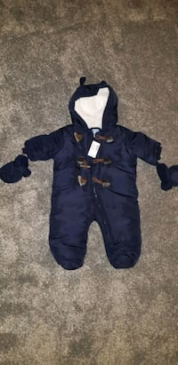 Baby snowsuit and mittens  Halton Hills, L7G 5H5