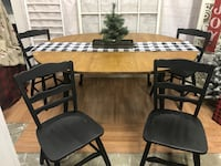 "Versatile kitchen table 52"" round, 68"" oval w 4 chairs Nokesville, 20181"