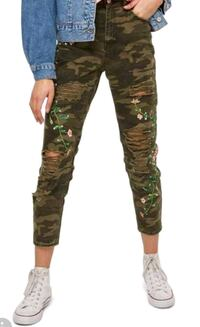 New size 28 embroidered camo pants Toronto, M2N 7C3