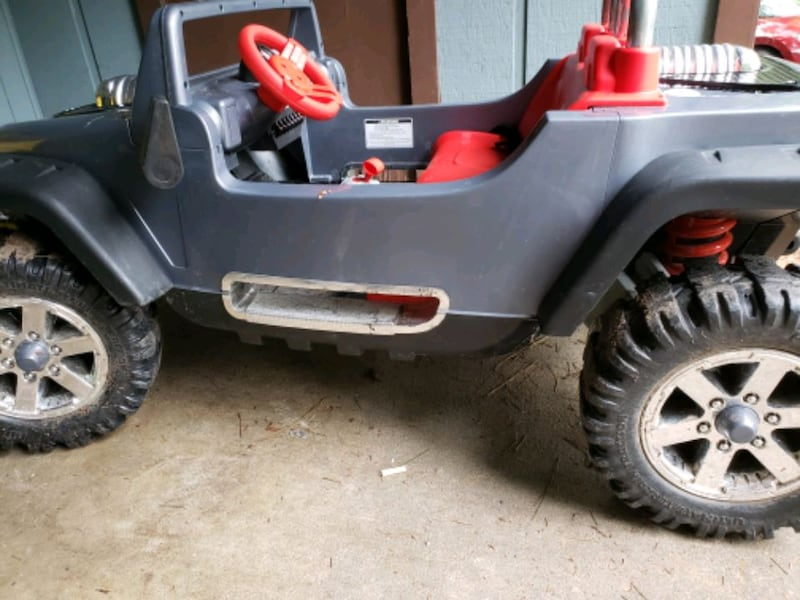 Jeep hurricane xtreme power wheel with battery  0289df8d-f5f4-47c3-a140-b60c969e2414