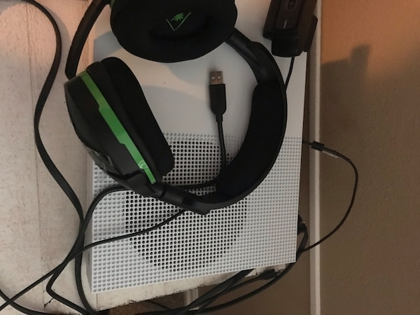 Used Xbox One S 1TB w/ Turtle Beach Headphones & Webcam for sale in