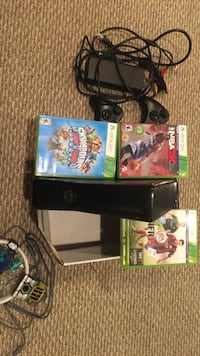 XBOX 360 with games ans skylanders dock. 2 controllers snd all wires  35 km