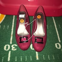 pair of red leather heeled shoes 35 km