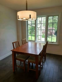 Dining Room table with extension Brampton, L6Z 1S1