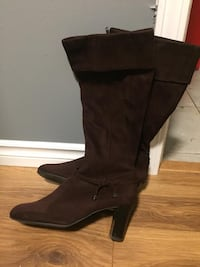 Women's boots size 8 New Westminster