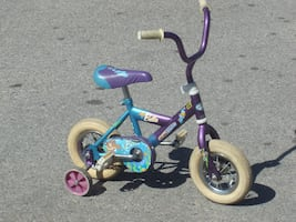 "OUTGROWN NOW MUST GO TODAY LITTLE GIRLS 10"" SHIFT AND GEAR BELLA   TRAINING WHEELS $25.00 FIRM!"