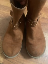 Girls winter boots size 1 CANTON