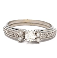 Beautiful 14K White Gold Solitaire Diamond Ring with Ring Guard Size 6.75 Henderson, 89052