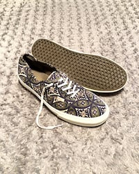Vans lo-top paid $65 size 13 printed design. Excellent condition has no signs of wear.