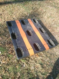 2 plastic pallets Harpers Ferry, 25425