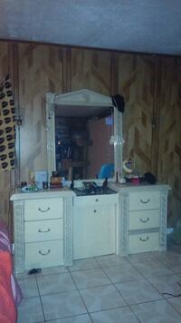 DRESSER NIGHTSTANDS MIRROR AND PULLOUT VANITY CHAIR 5 pictures  Los Angeles, 90016