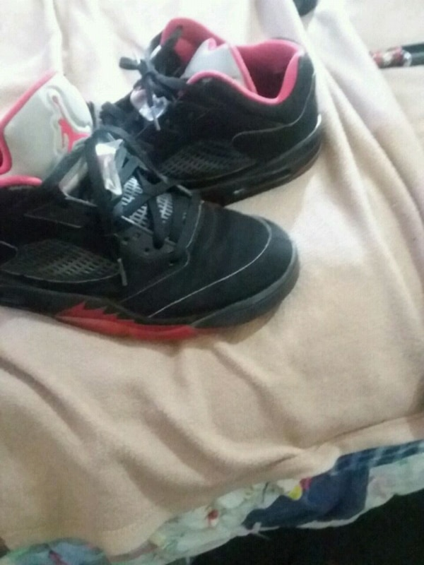 9f2736b3414c Used pair of black Air Jordan basketball shoes for sale in Longview ...