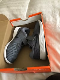 pair of gray Nike running shoes with box Lincoln, 95648