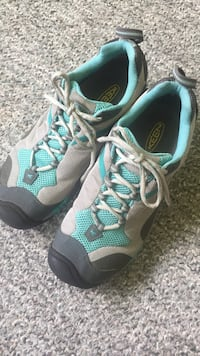 Keens Hiking shoes size 7.5-8