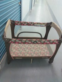 baby's black and red travel cot Thousand Palms, 92276