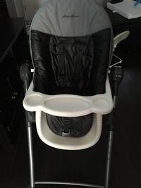 Baby's black and white feeding high chair with tray Frederick, 21703