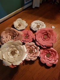 Big paper flowers used As is ROCKVILLE