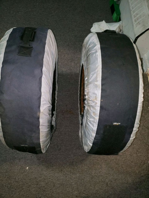 All seasons  tires,  like new 2 piece  fdfdb702-80cb-43b4-8091-54a29aa1cf1b