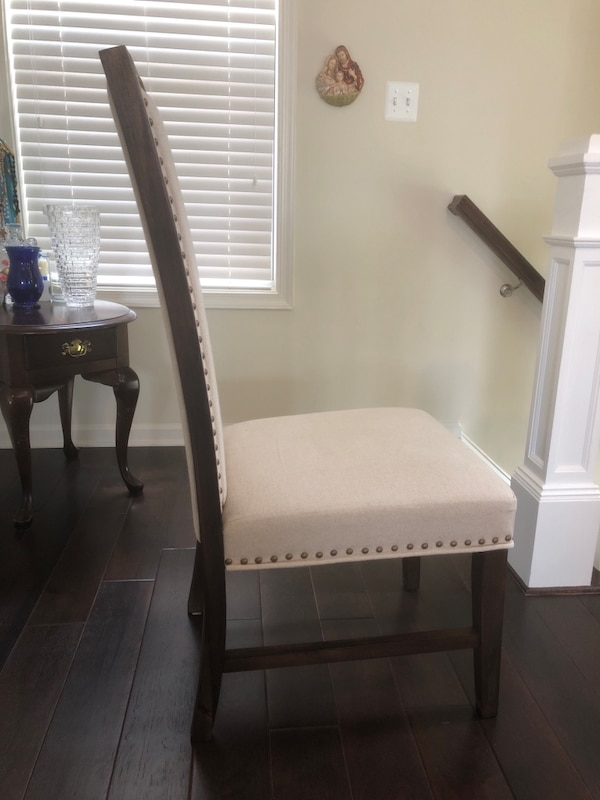 Dining Room Chairs 90ea7b79-c035-42c0-bbd4-ec92f10e2829