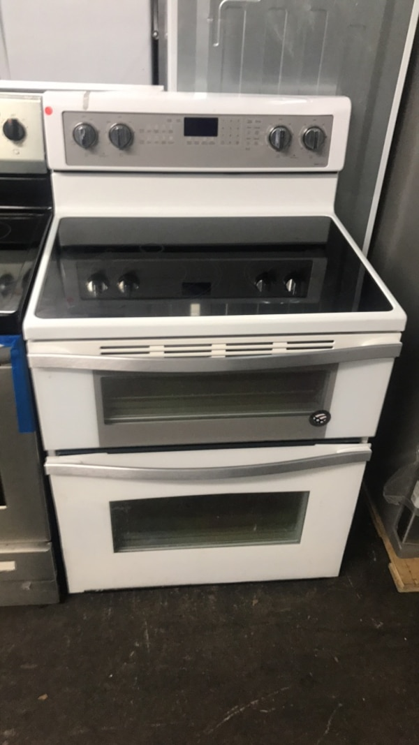 Used Whirlpool 67 Cu Ft Double Oven Electric Range With True