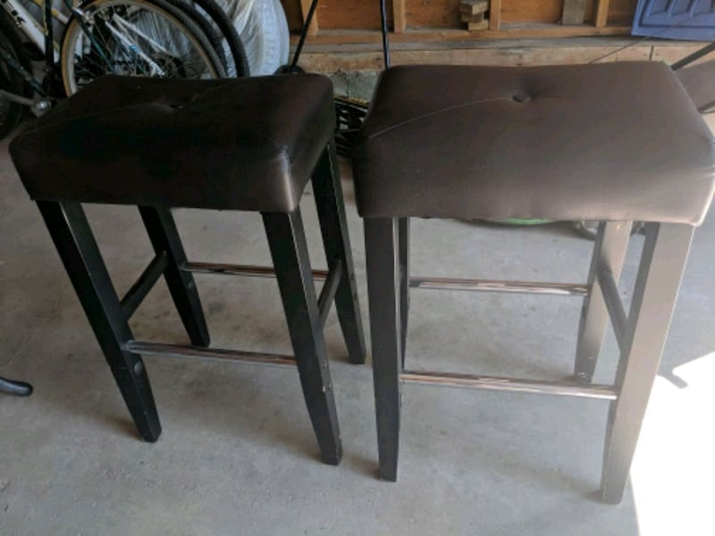 2 bar height stool $10 for pair 0
