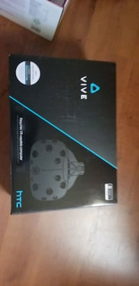 HTC Vive. 2 sensors 2 controllers Pitt Meadows, V3Y 1Z1
