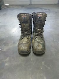 Men's camouflage work boots size 8 1/2  West Columbia, 29170