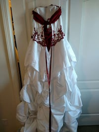 Women's white and red dress Prineville, 97754