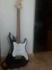 black and white stratocaster electric guitar Bayonne, 07002