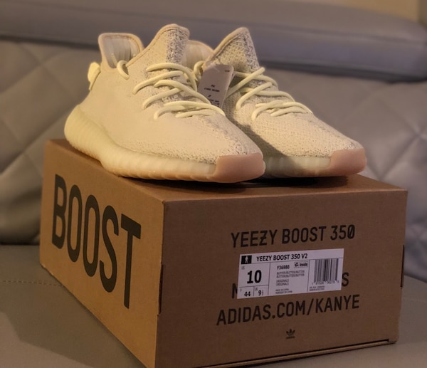 a76249f60 Used pair of white Adidas Yeezy Boost 350 V2 with box for sale in ...