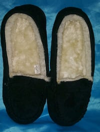 Ladies Sz.9/10 Fur Lined Slippers  Chicago, 60641