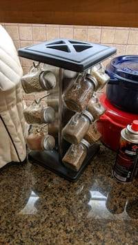 Spice Rack with 12-glass jar included (rotatable)