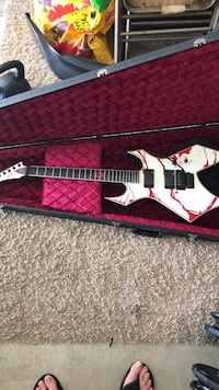 Joey Jordison siganture B C Rich Guitar with case. Rancho Cordova, 95742