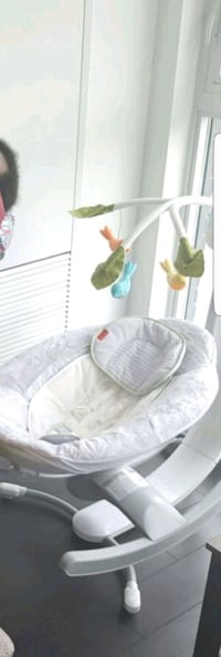 baby's white and green bouncer Brampton, L6W 2A9