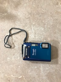 Olympus shock/water/freeze proof Digital Camera (free SD card and case!!)