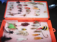 Fly fishing box with 39 flies, big and small