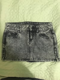 Women's black denim skirt - Guess size 24; brand new skirt