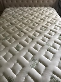 Queen pillow top mattress Alexandria, 22312