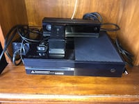 Xbox One 500 gb with Kinect (includes controller charger)