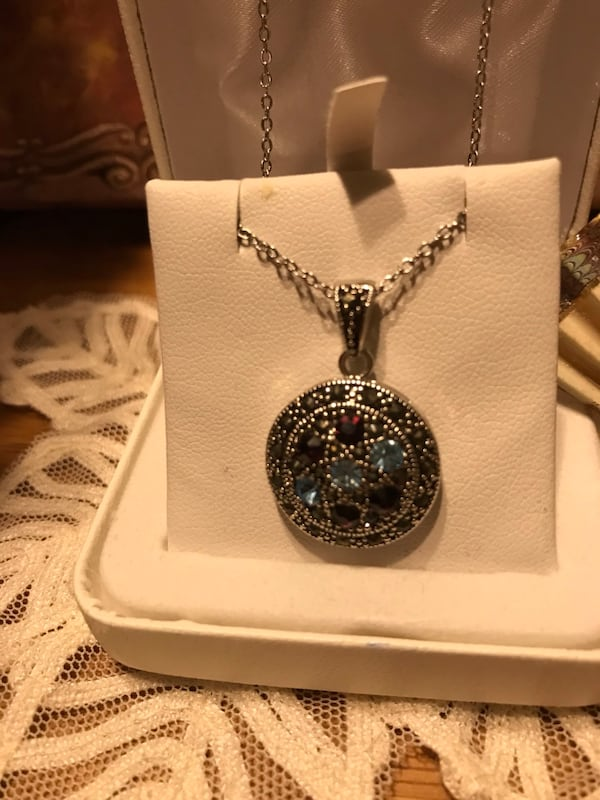 Beautiful! Silver genuine Marcasite Necklace with Crystal Stones cb640db0-61d9-4282-836f-d8d3f957b605