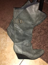 pair of gray leather boots Las Vegas, 89107