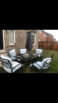 Beautiful Patio Set with 4 Chairs, 2 Rolling Chairs and Umbrella. Brampton, L6V 0T7