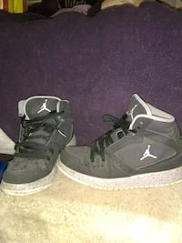 Jordans size 5y sneakers lightly used Manchester, 06040