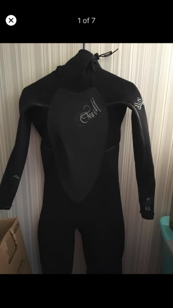 Reserved women's wetsuit 89d98132-2fec-4084-bf58-149191074e18
