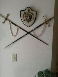 Coat of arms and swords in leather Green Bay, 54301