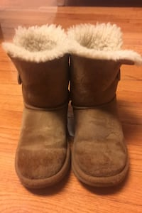 Ugg's boots bailey buttons size US 1  Herndon, 20171