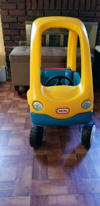 yellow and blue Little Tikes cozy coupe Freeport, 11520