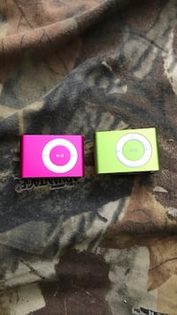 Pink and green ipod shuffle Waterloo, N2K