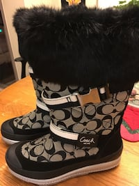 pair of black-and-gray Coach boots Los Angeles, 91316