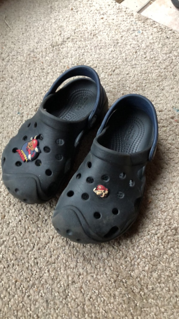 6fb977fef670 Used kids size 10 crocs with mario buttons for sale in Rockaway - letgo